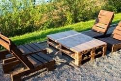 Gartenmoebel-aus-Paletten-selber-bauen