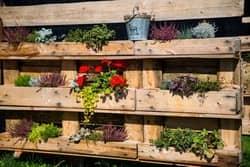 Paletten-Holzblumenkasten-selber-bauen